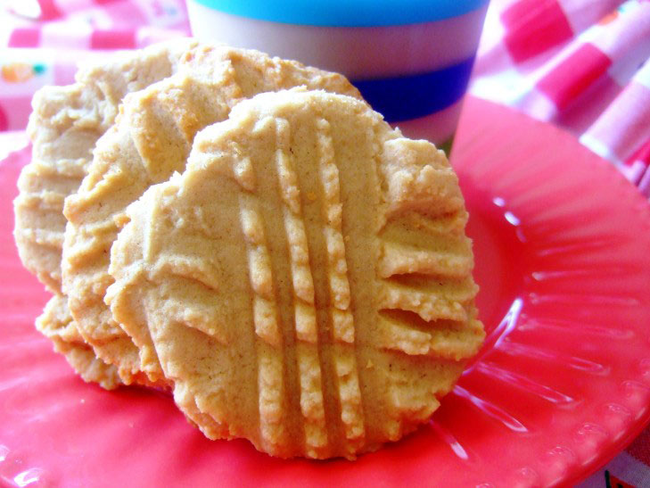 Soft Peanut Butter Cookies – Light & Chewy